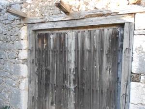 Крепкие ворота усадьбы. Фото: Елена Арсениевич, CC BY-SA 3.0