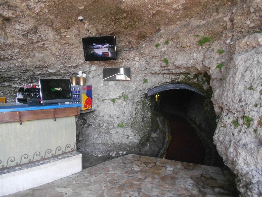 Туннель, ведущий на Титову улицу. Фото: Елена Арсениевич, CC BY-SA 3.0