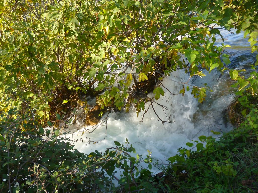 Водопад составляют множество потоков. Фото: Елена Арсениевич, CC BY-SA 3.0