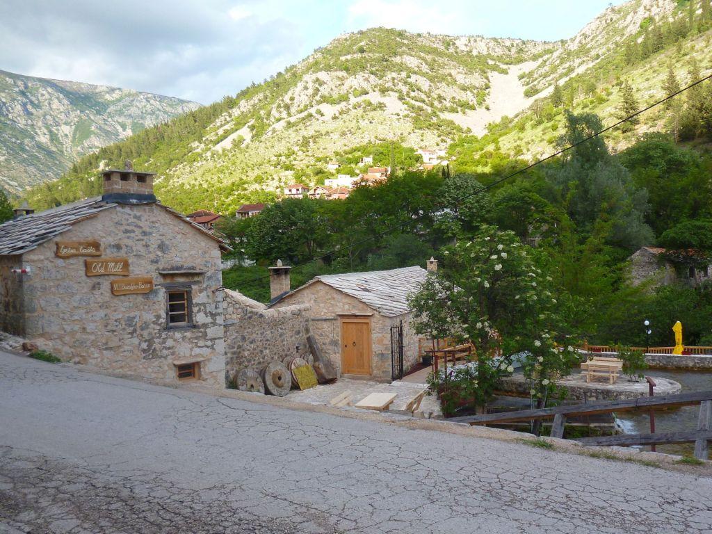 Старая мельница у водопада. Фото: Елена Арсениевич, CC BY-SA 3.0