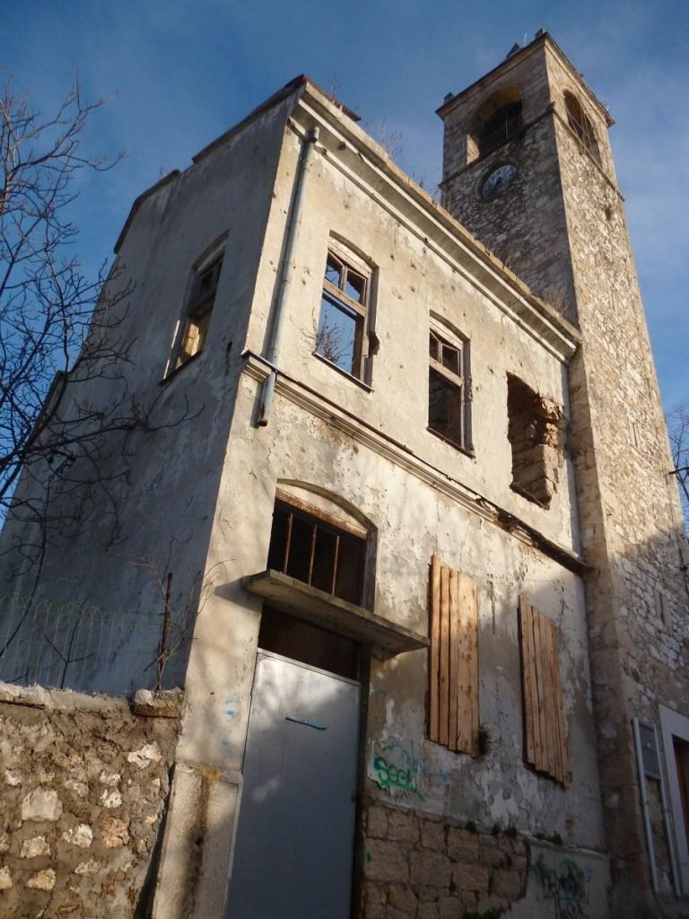 Пристроенный к башне жилой дом (конец 19-го века). Фото: Елена Арсениевич, CC BY-SA 3.0