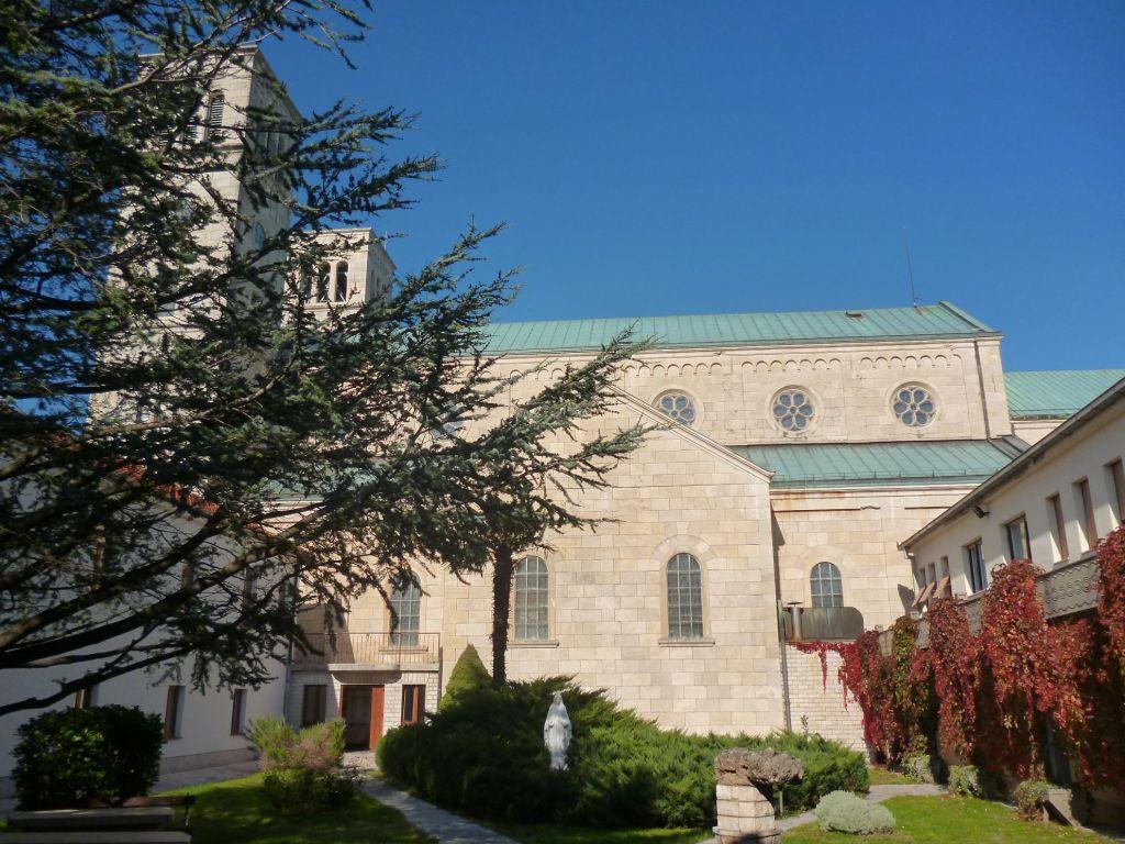 Церковь и дворик монастыря. Фото: Елена Арсениевич, CC BY-SA 3.0