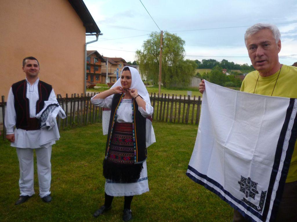 Как правильно повязывать платок. Фото: Елена Арсениевич, CC BY-SA 3.0