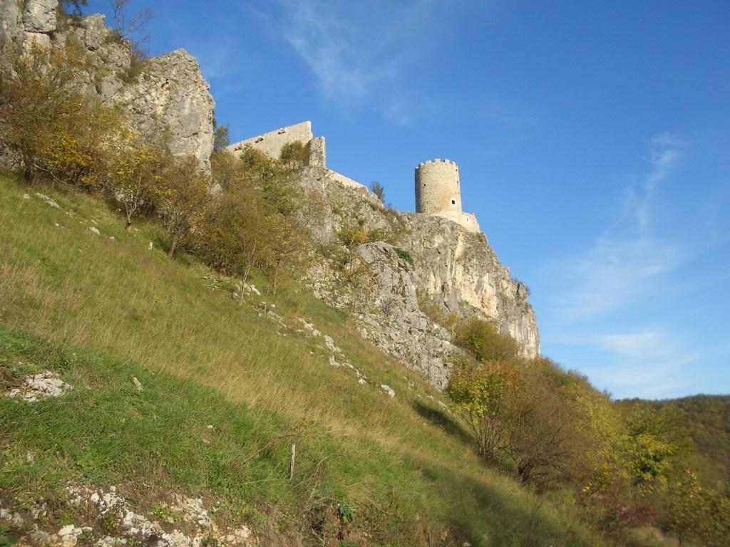 Крепость на скале. Фото: Елена Арсениевич, CC BY-SA 3.0