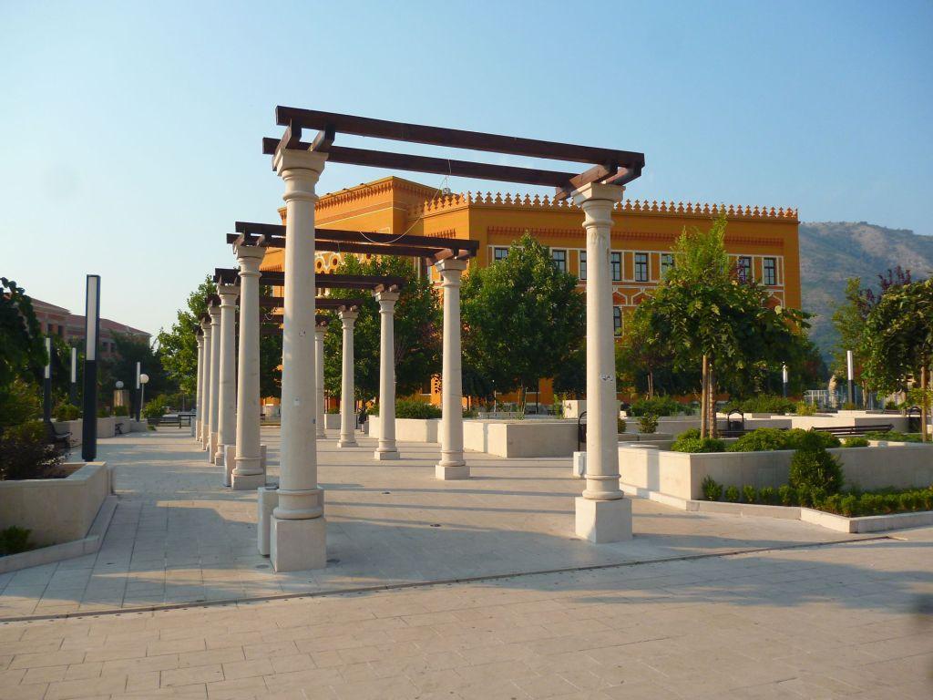 Колоннада на площади Испании. Фото: Елена Арсениевич, CC BY-SA 3.0