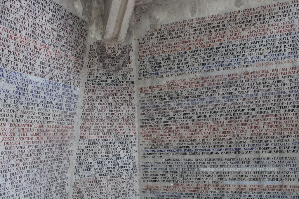 Имена героев Сутески. Фото: Елена Арсениевич, CC BY-SA 3.0