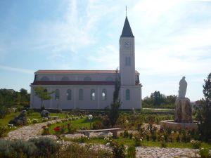 Церковь в Горней Блатнице. Вид сбоку. Фото: Елена Арсениевич, CC BY-SA 3.0