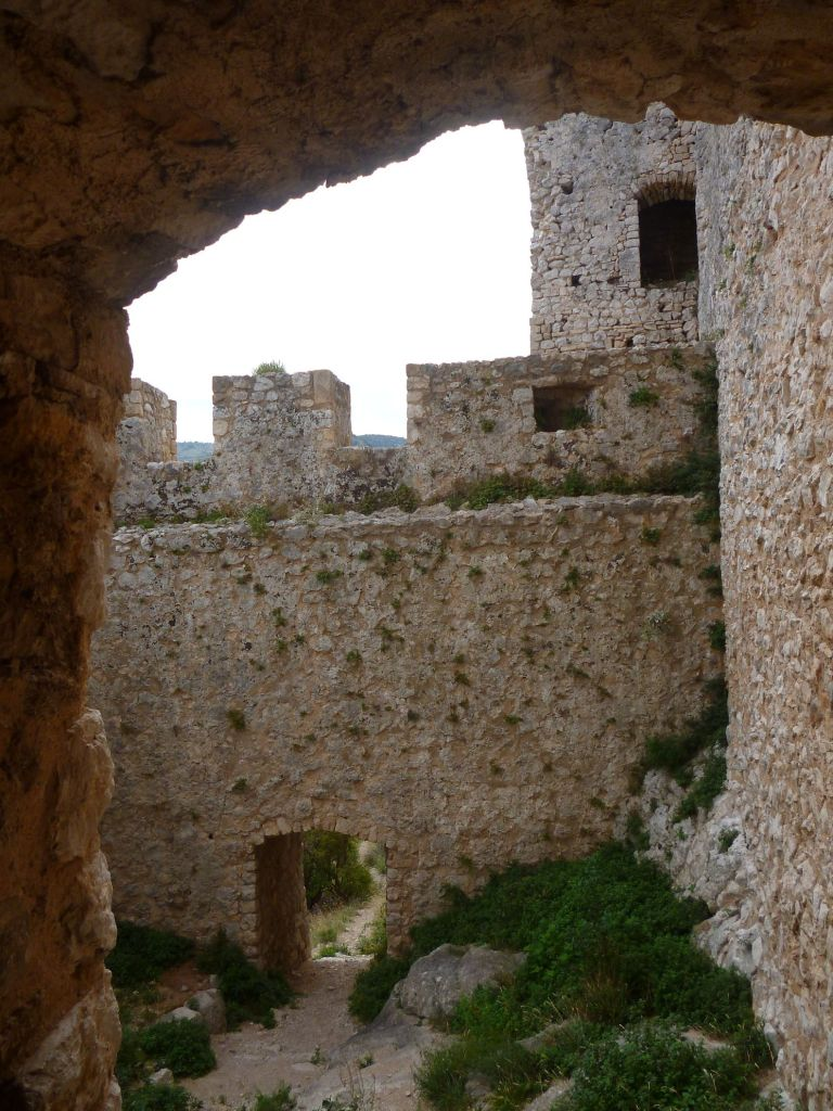 Дворик перед главным входом в крепость. Фото: Елена Арсениевич, CC BY-SA 3.0