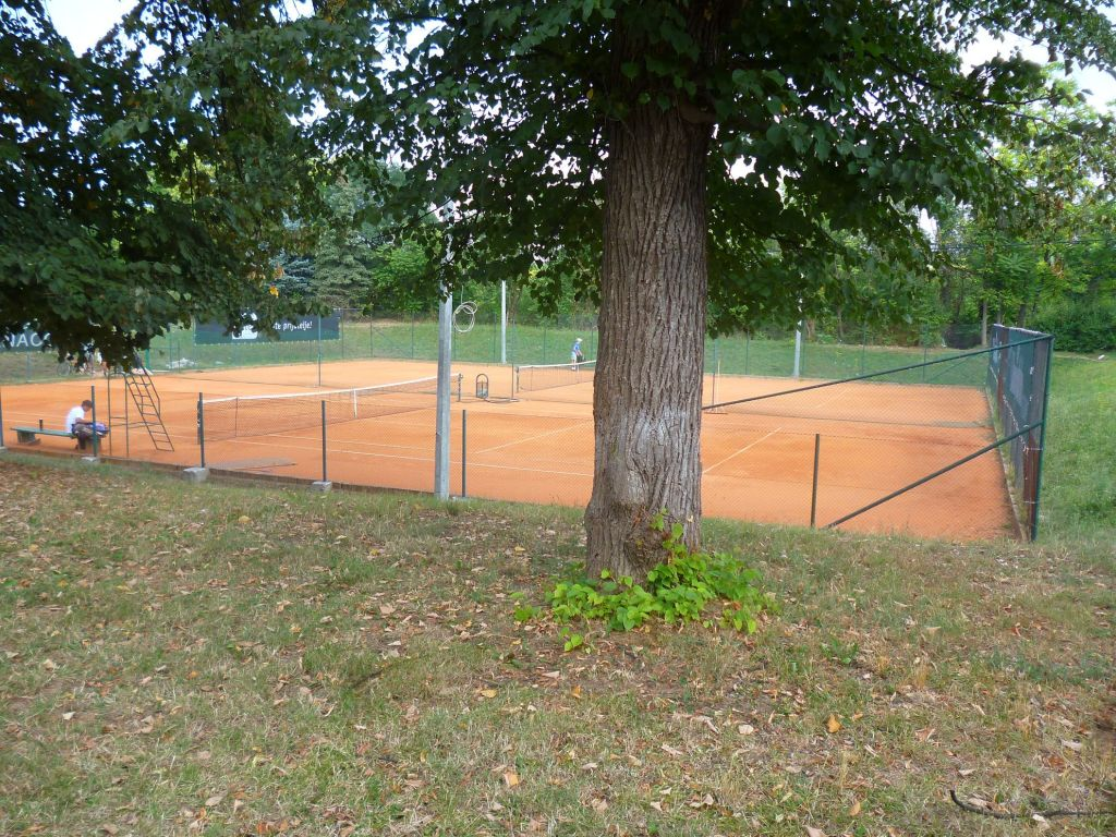 Теннисные корты. Фото: Елена Арсениевич, CC BY-SA 3.0