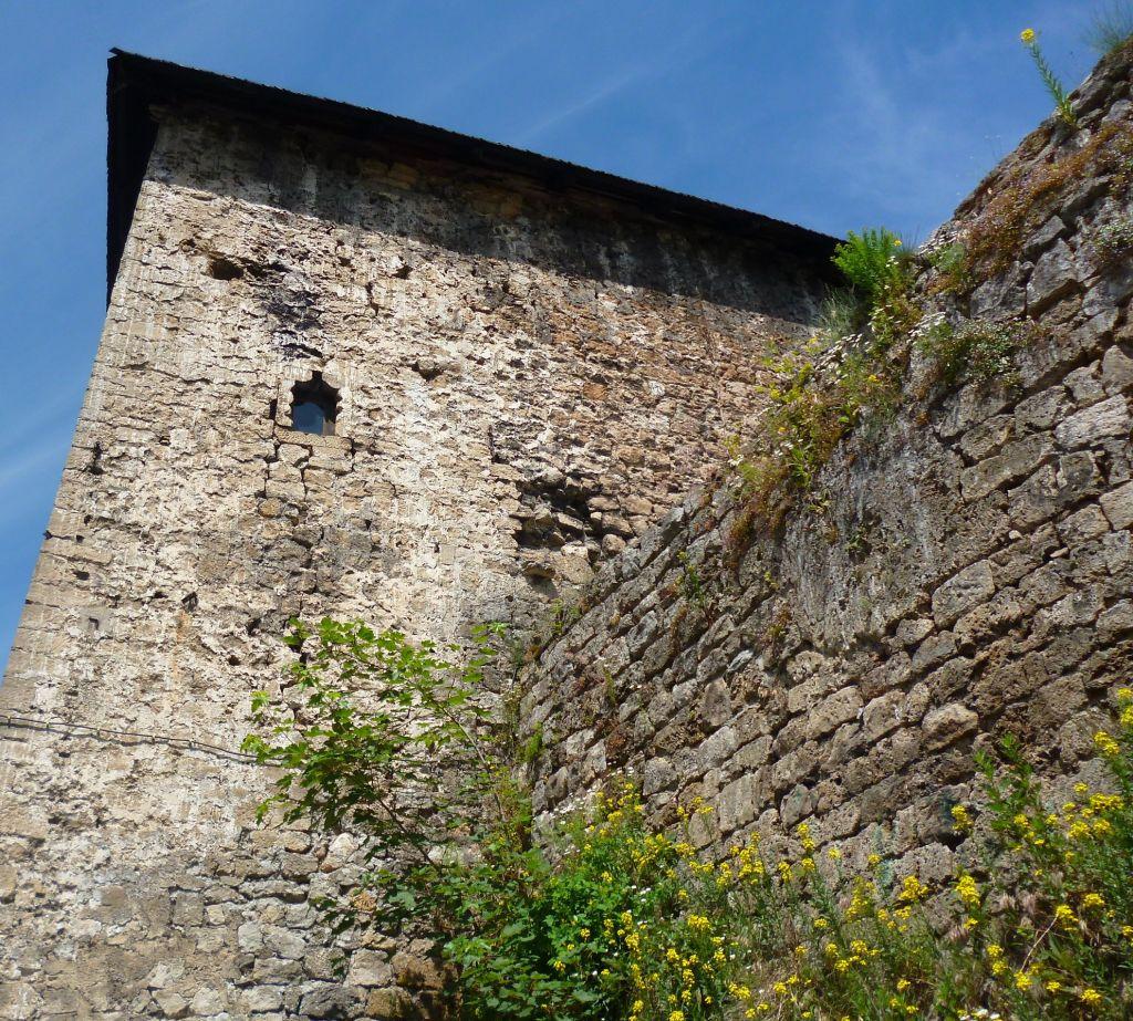 Башня над воротами. Фото: Елена Арсениевич, CC BY-SA 3.0