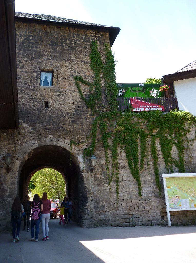 Травничские ворота, вид из старого города. Фото: Елена Арсениевич, CC BY-SA 3.0