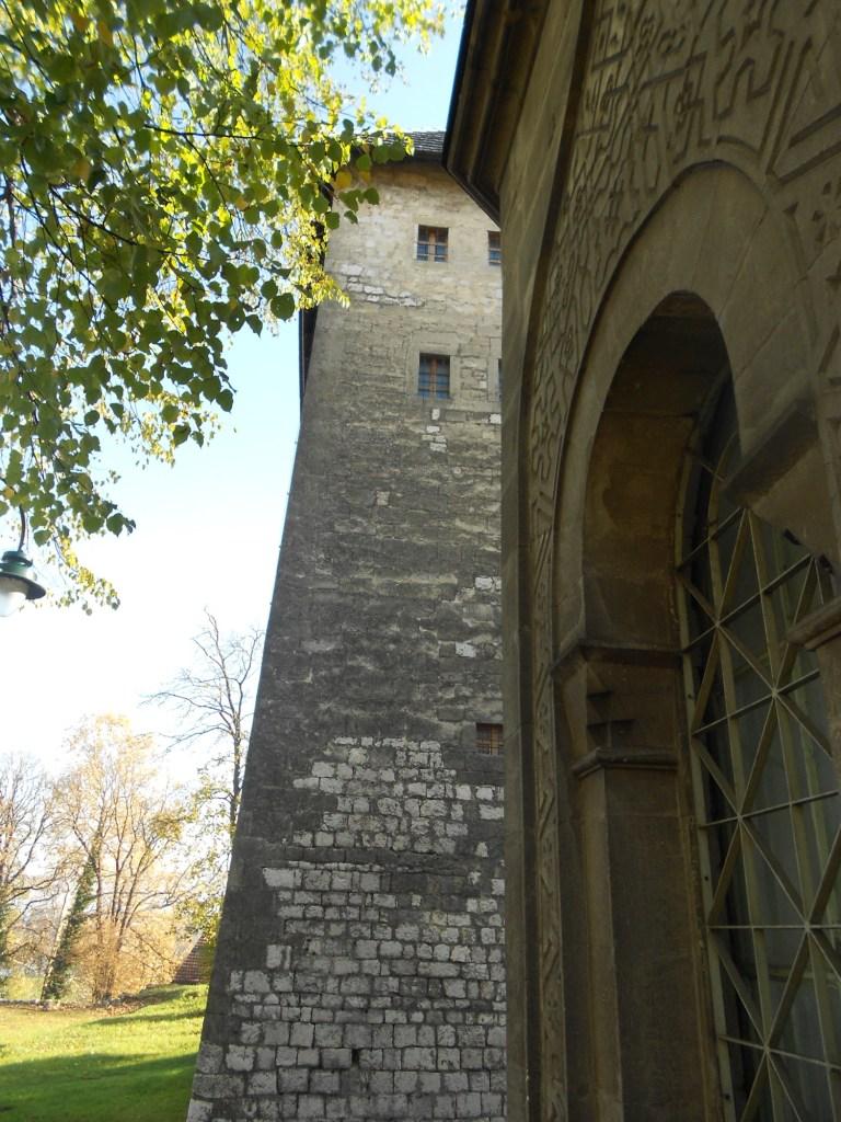 Гробница и башня. Фото: Елена Арсениевич, CC BY-SA 3.0