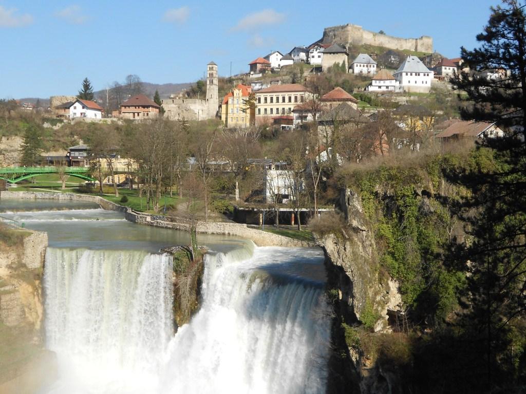 Крепость над водопадом в Яйце. Фото: Елена Арсениевич, CC BY-SA 3.0
