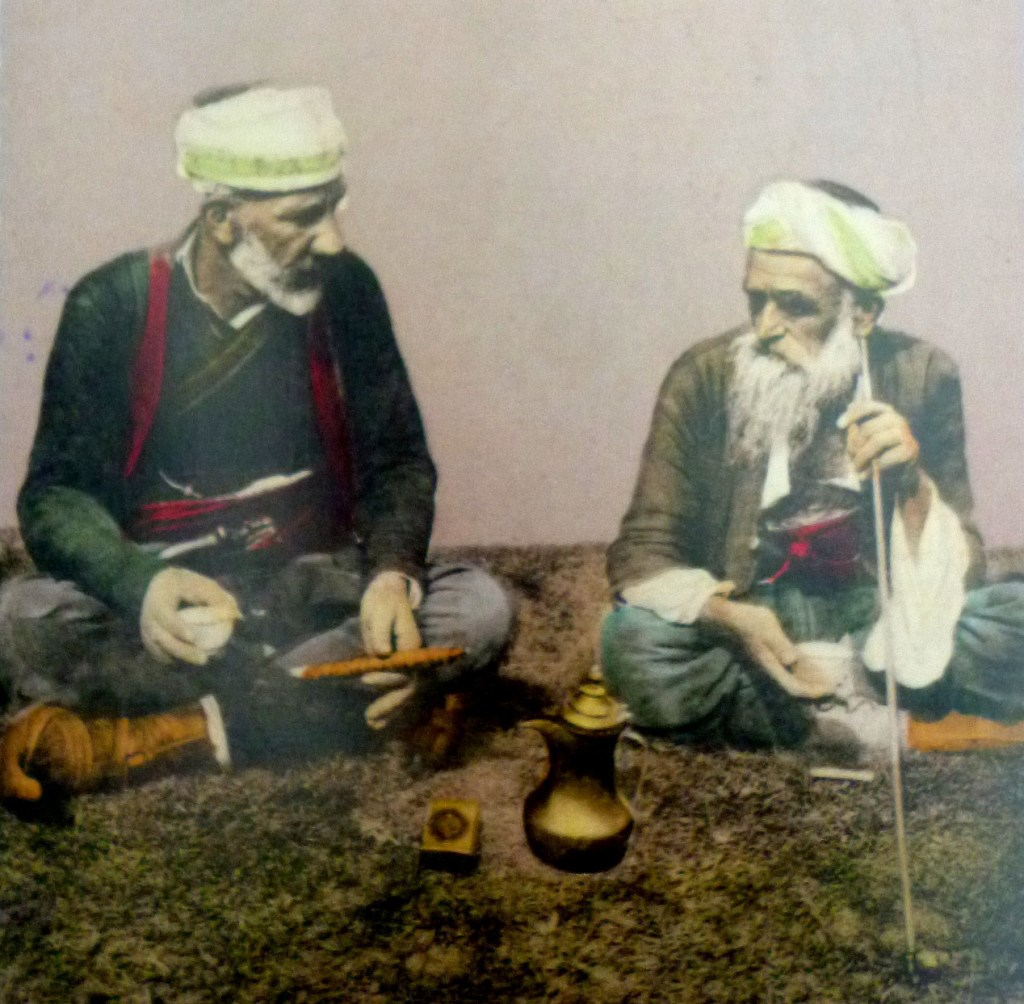 Долгие умные разговоры. Автор фото неизвестен, public domain
