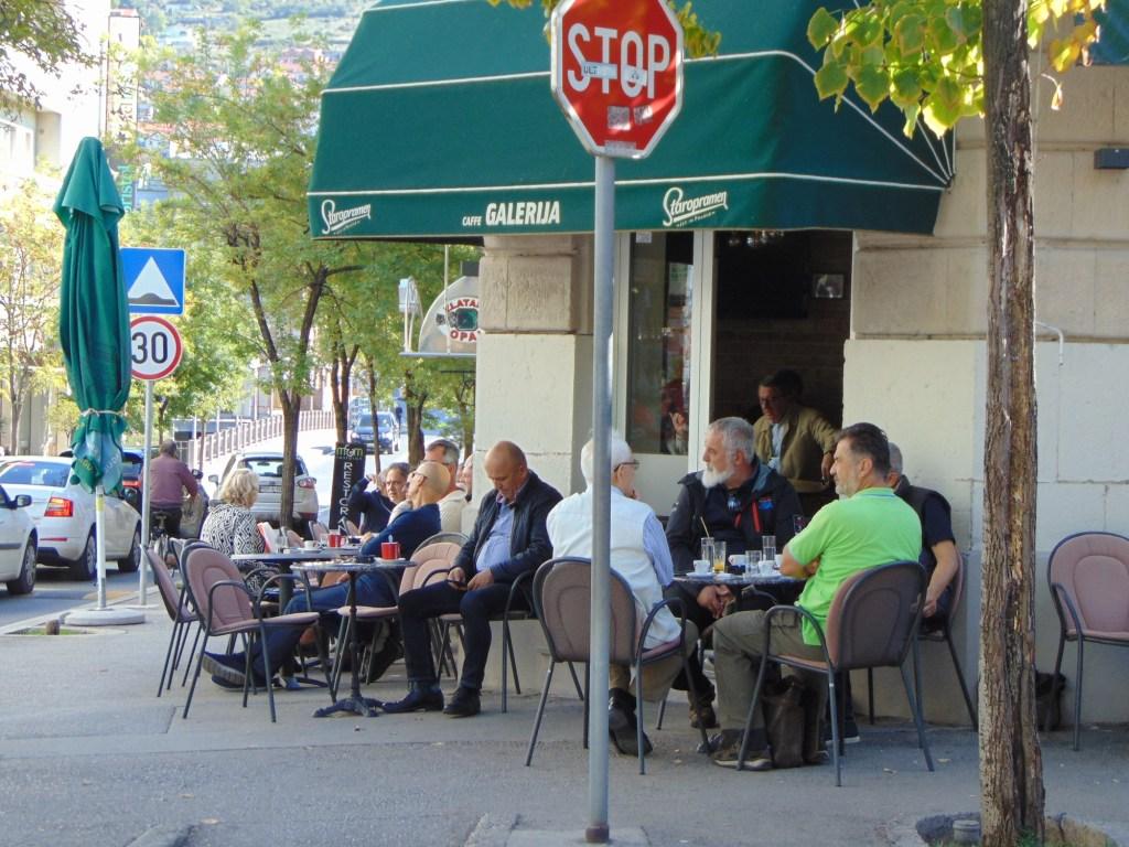 Кофейные посиделки, как и сто, и двести лет назад. Фото: Елена Арсениевич, CC BY-SA 3.0