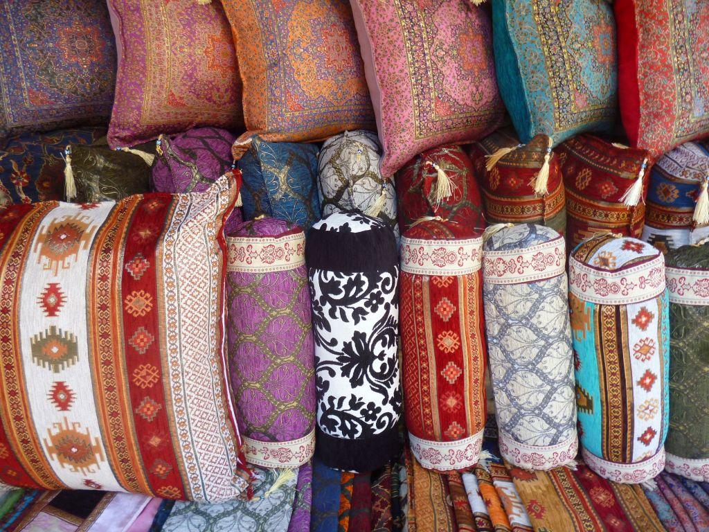 Восточные подушки на Абаджилуке. Фото: Елена Арсениевич, CC BY-SA 3.0