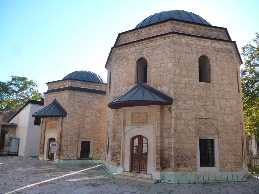 Гробницы Хусрев-бега и Мурата-бега Тардича. Фото: Елена Арсениевич, CC BY-SA 3.0