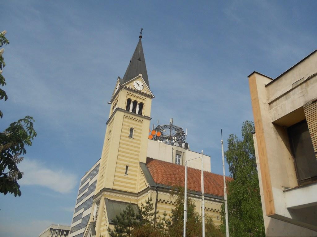 Церковь и почта. Фото: Елена Арсениевич, CC BY-SA 3.0