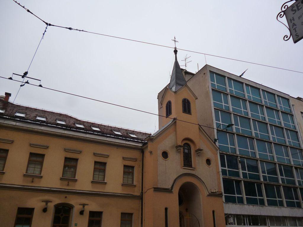 Церковь св. Винко Паульского и соседи. Фото: Елена Арсениевич, CC BY-SA 3.0
