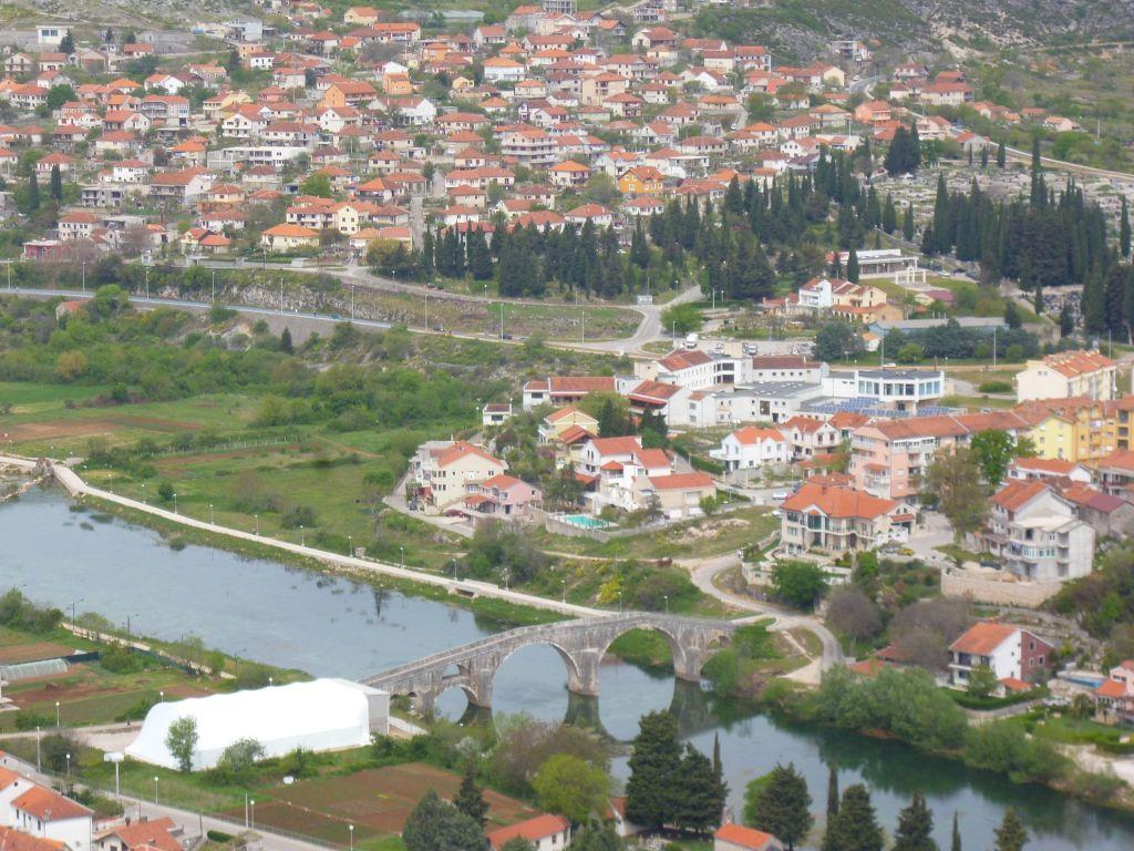 Мост Арсланагича и район Градина. Фото: Елена Арсениевич, CC BY-SA 3.0