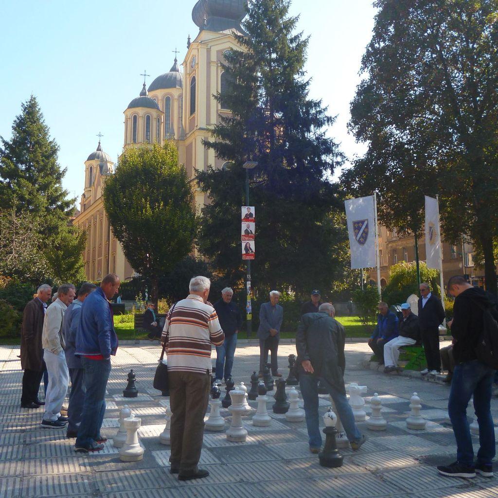 Сарайлии проводят время за шахматами. Фото: Елена Арсениевич, CC BY-SA 3.0