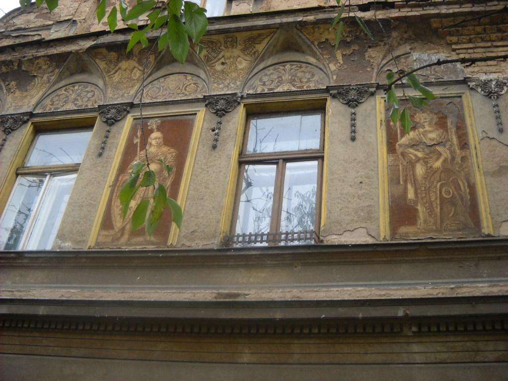 Фигуры на фасаде. Фото: Елена Арсениевич, CC BY-SA 3.0