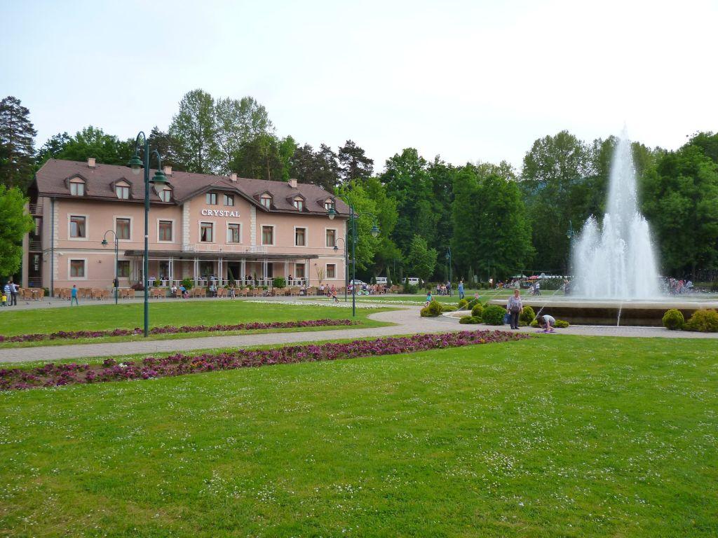 Отель и фонтан. Фото: Елена Арсениевич, CC BY-SA 3.0