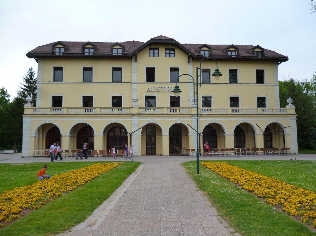 """Отель """"Austria"""". Фото: Елена Арсениевич, CC BY-SA 3.0"""