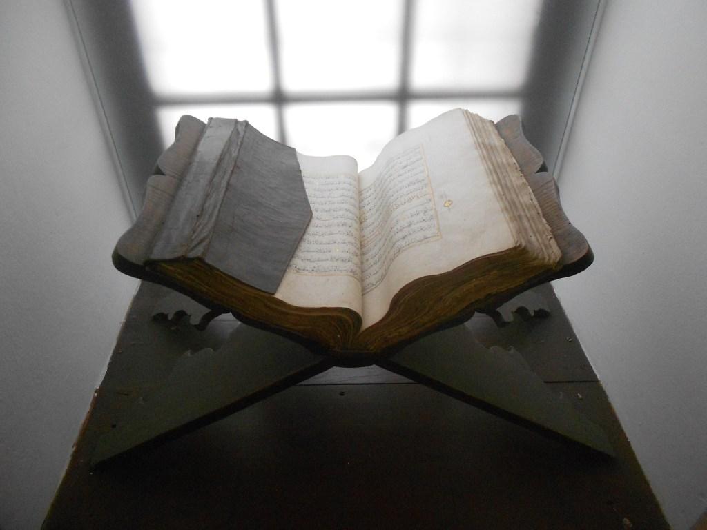 Рукописная книга в коллекции музея. Фото: Елена Арсениевич, CC BY-SA 3.0
