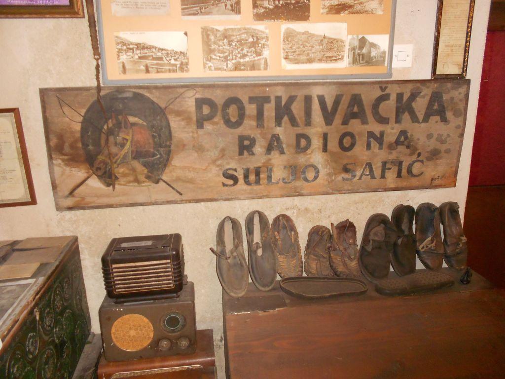 Вывеска налбанта. Музей «Старый град» в Ливно. Фото: Елена Арсениевич, CC BY-SA 3.0