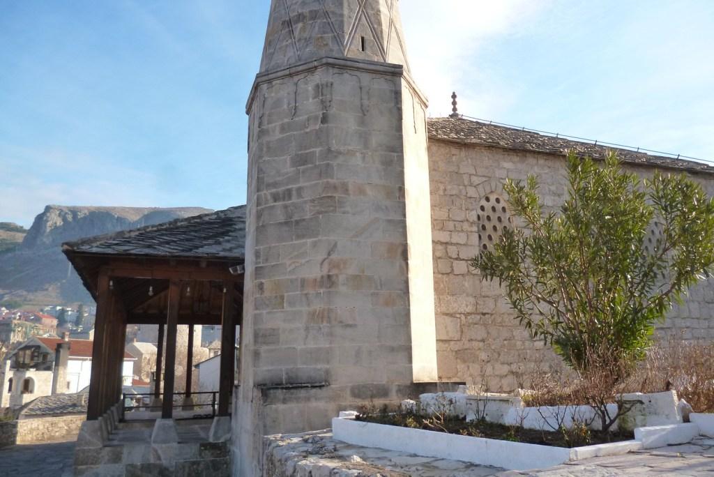 Минарет мечети Незир-аги из камня тенелии. Фото: Елена Арсениевич, CC BY-SA 3.0