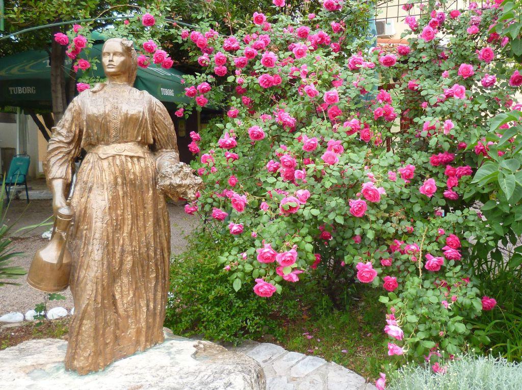 Памятник Эмине, мостарской красавице. Фото: Елена Арсениевич, CC BY-SA 3.0