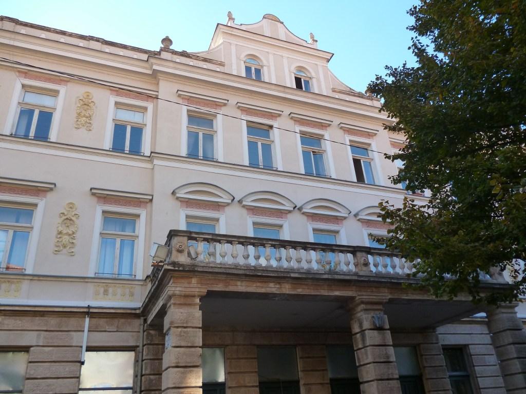 Здание суда. Фото: Елена Арсениевич, CC BY-SA 3.0