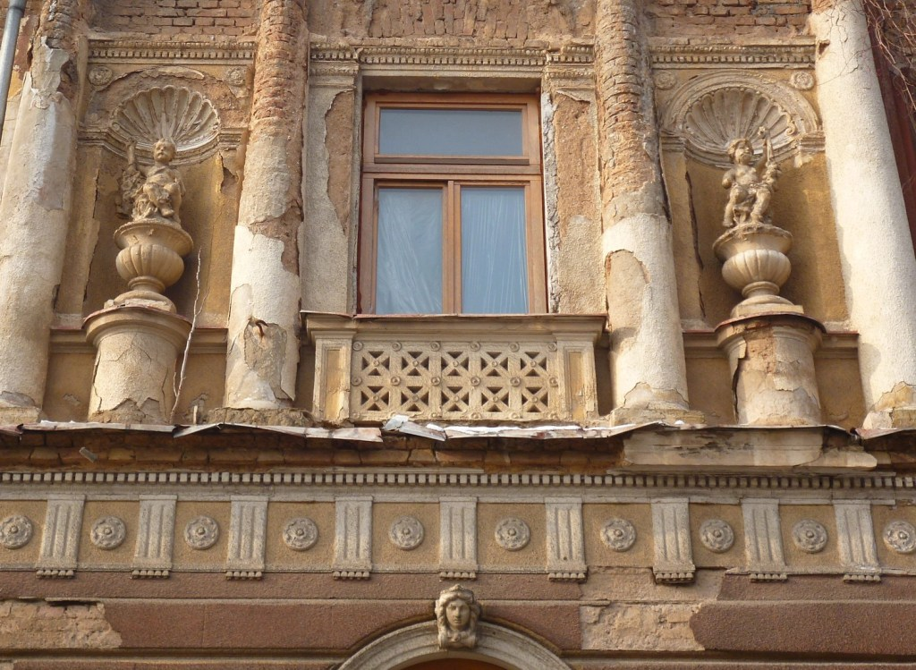 Декор восточного фасада. Фото: Елена Арсениевич, CC BY-SA 3.0