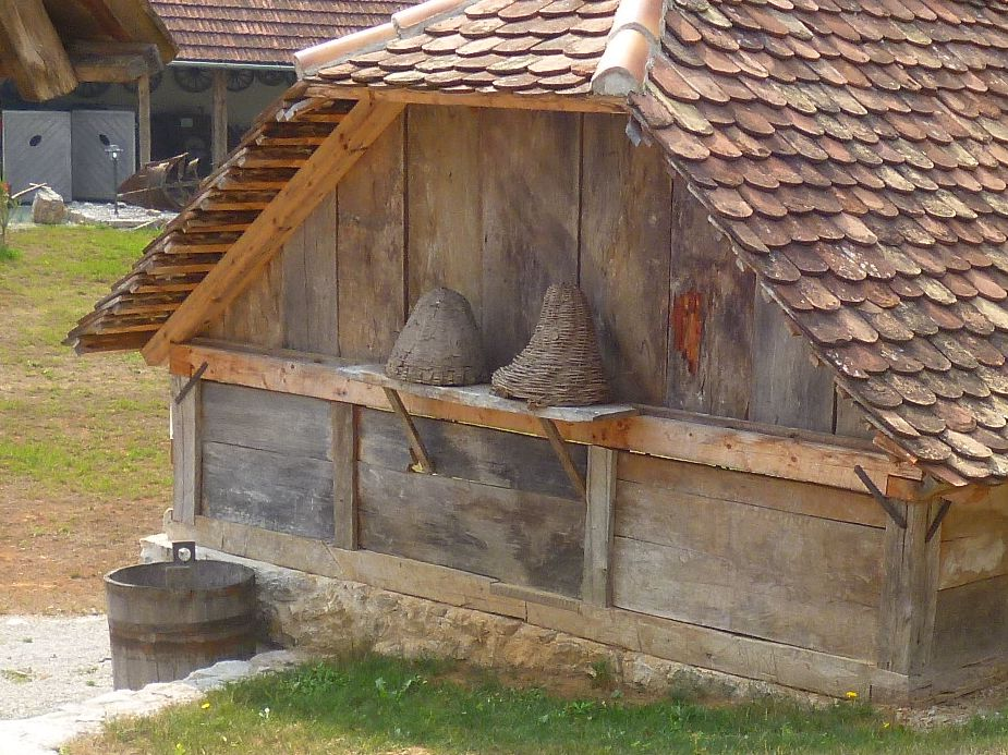 Плетёные ульи. Этносело-музей Ljubačke doline. Фото: Елена Арсениевич, CC BY-SA 3.0