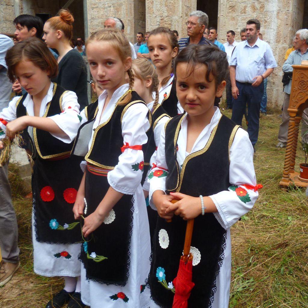 Девочки в народных костюмах. Фото: Елена Арсениевич, CC BY-SA 3.0