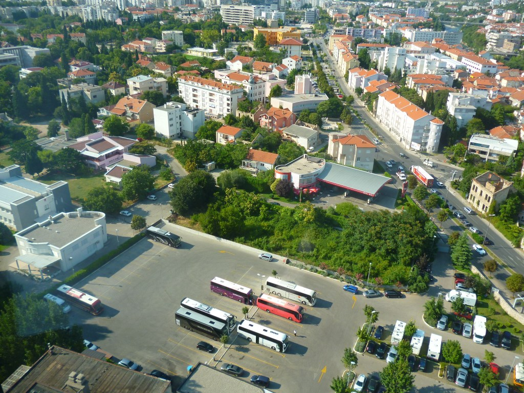 Экскурсионные автобусы в Мостаре. Фото: Елена Арсениевич, CC BY-SA 3.0