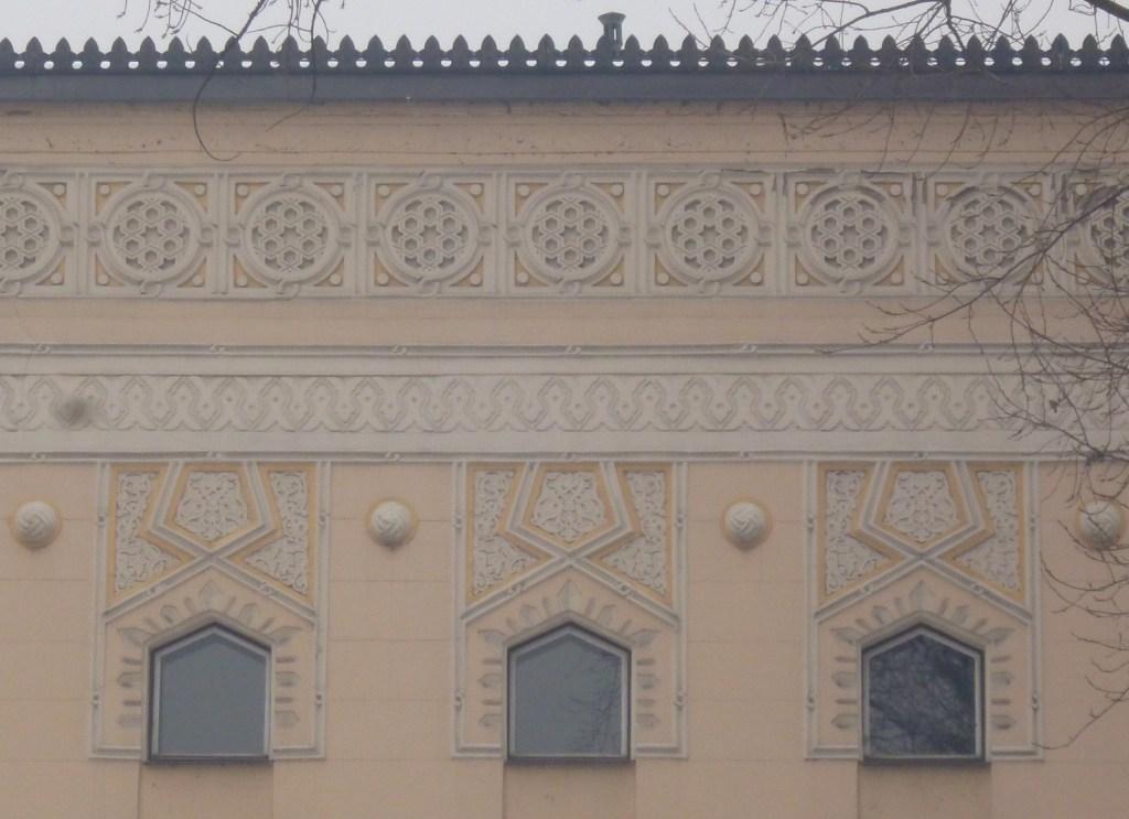 Фрагмент фасада синагоги. Фото: Елена Арсениевич, CC BY-SA 3.0