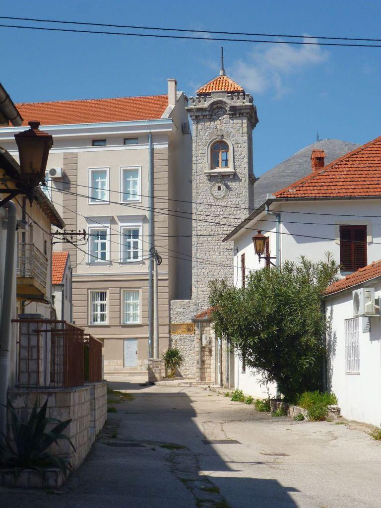 Вид на часовую башню из Старого города. Фото: Елена Арсениевич, CC BY-SA 3.0