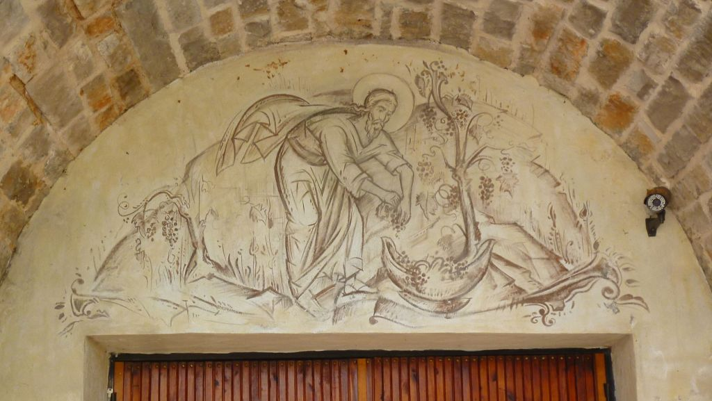 Над дверью в винный погреб. Фото: Елена Арсениевич, CC BY-SA 3.0
