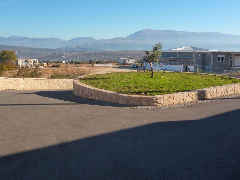 Вид на округу с террасы винодельни. Фото: Елена Арсениевич, CC BY-SA 3.0