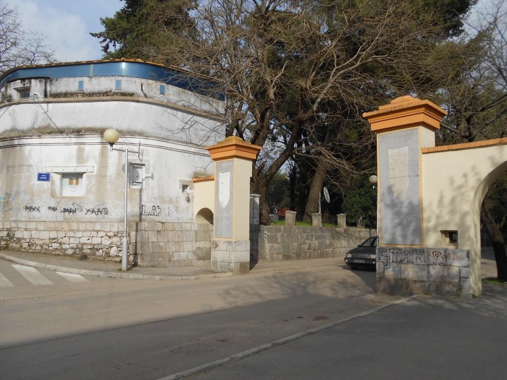 Дубровничские ворота: для транспорта. Фото: Елена Арсениевич, CC BY-SA 3.0