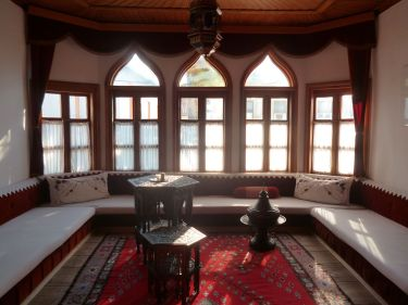 Комната для приёма гостей. Дом Муслибеговича. Мостар. Фото: Елена Арсениевич, CC BY-SA 3.0