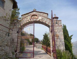 Монастырские ворота. Фото: Елена Арсениевич, CC BY-SA 3.0