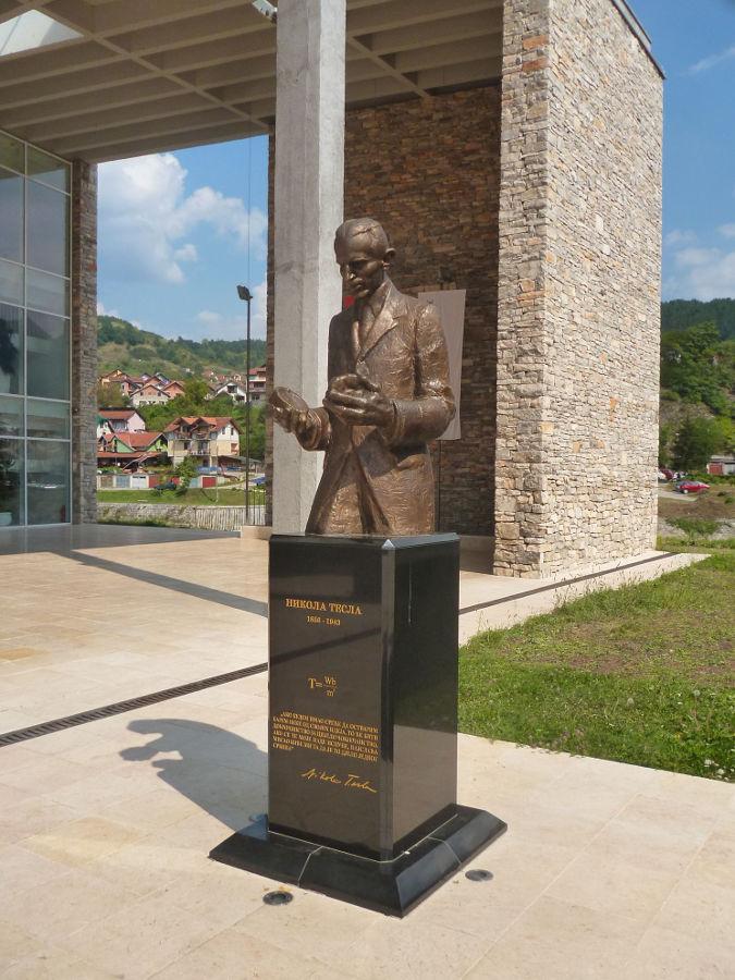 Памятник Николе Тесле. Фото: Елена Арсениевич, CC BY-SA 3.0