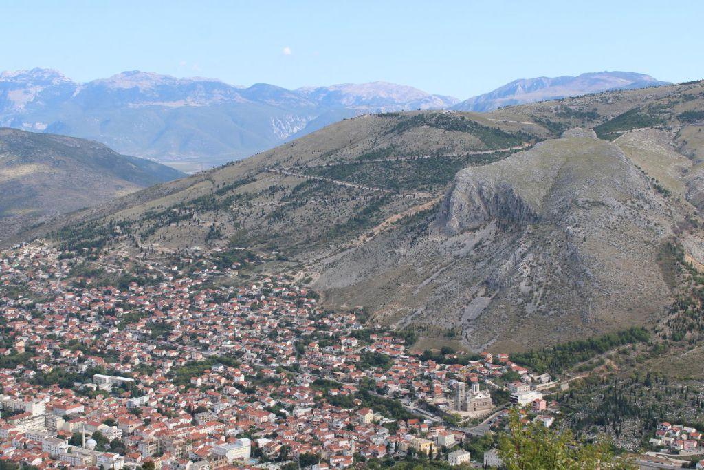 Мостар и его горы. Фото: Елена Арсениевич, CC BY-SA 3.0