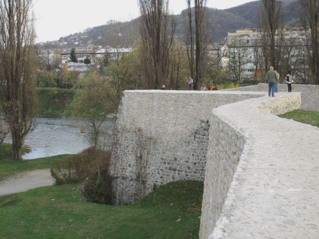 Прогуляться по крепостной стене. Фото: Елена Арсениевич, CC BY-SA 3.0