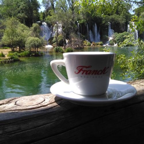 Кофе и водопад Кравица. Фото: Елена Арсениевич, CC BY-SA 3.0