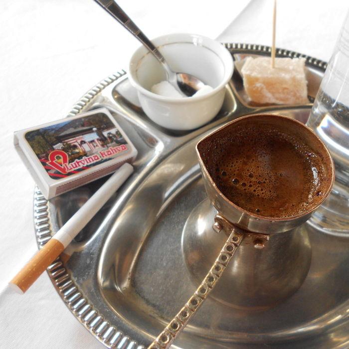 Кофе и сигарета. Фото: Елена Арсениевич, CC BY-SA 3.0