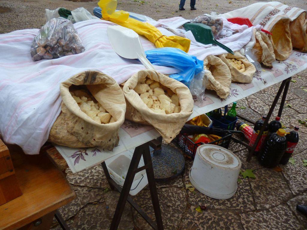 Сыр из мешка на рынке в Требине. Фото: Елена Арсениевич, CC BY-SA 3.0